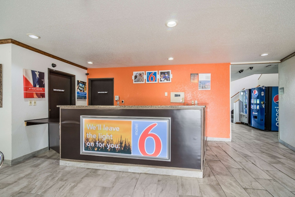 Lobby, Motel 6 Fargo, ND - South