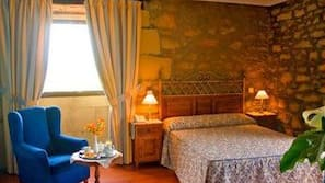 Cortinas opacas, camas supletorias (de pago), wifi gratis