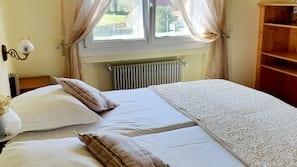 房內夾萬、書桌、隔音、免費嬰兒床