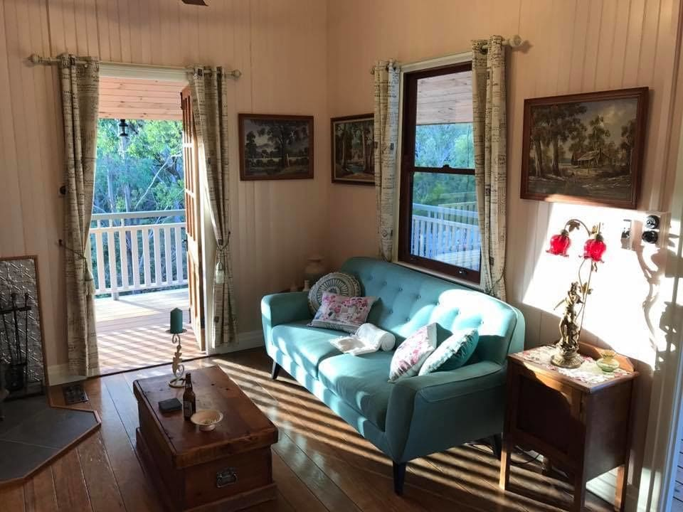 Barney creek vineyard cottages mount barney aus expedia for Living room queen creek