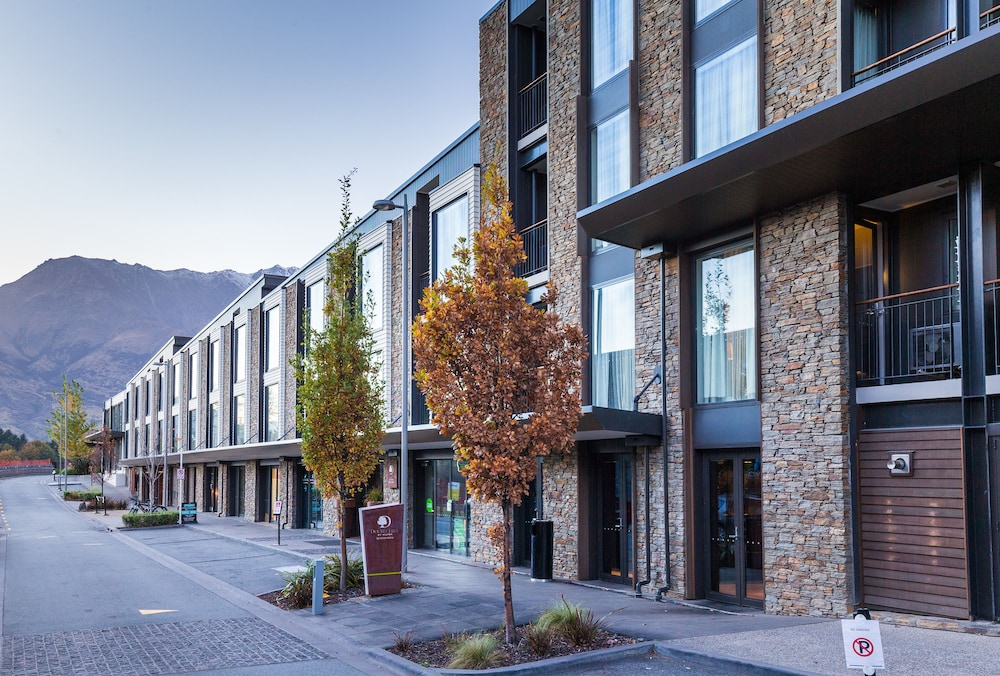 Front of Property - Evening/Night, DoubleTree by Hilton Queenstown