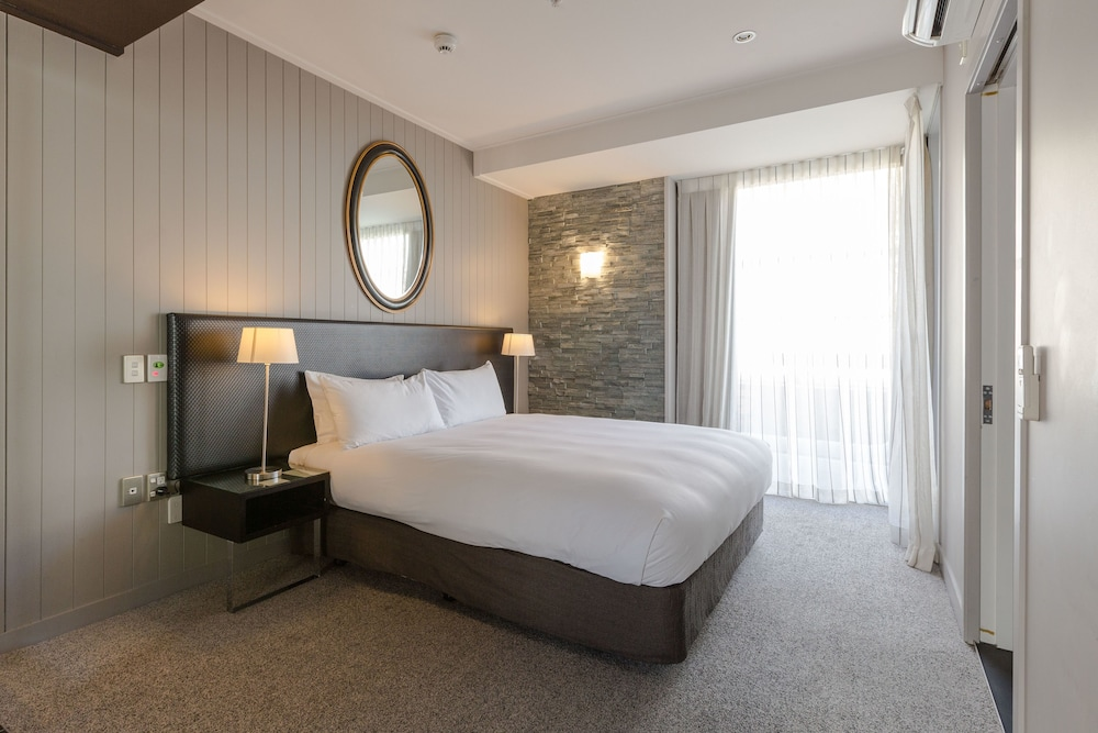 Room, DoubleTree by Hilton Queenstown