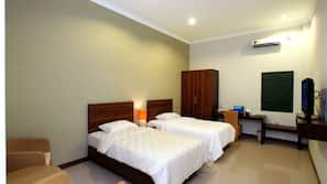 Desk, free cribs/infant beds, rollaway beds