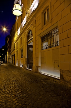 Via del Vantaggio, 14, 00186 Roma, Italy.