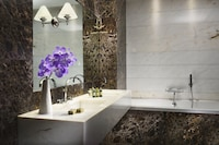 The First Luxury Art Hotel (11 of 39)