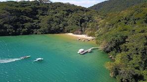 Beach nearby, beach shuttle, beach towels, snorkeling