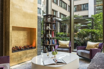 251 rue Saint-Honoré, Paris, 75001, France.
