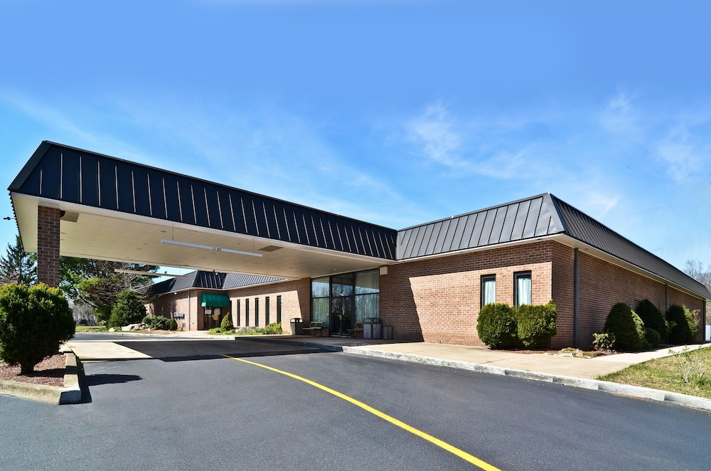 Front of Property, Pocono Resort Conference Center - POCONO MOUNTAINS