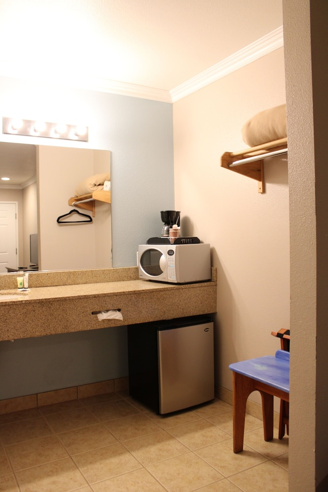Private Kitchenette, Oceano Inn