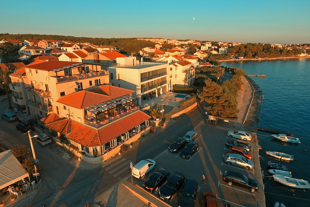 Book hotel delfin zadar hotel deals for Hotels zadar