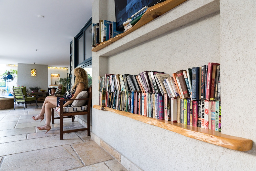 Library, Arbel Suites Hotel