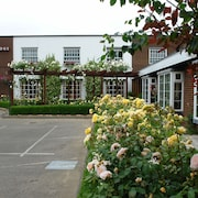 Oaklands Lodge Hotel