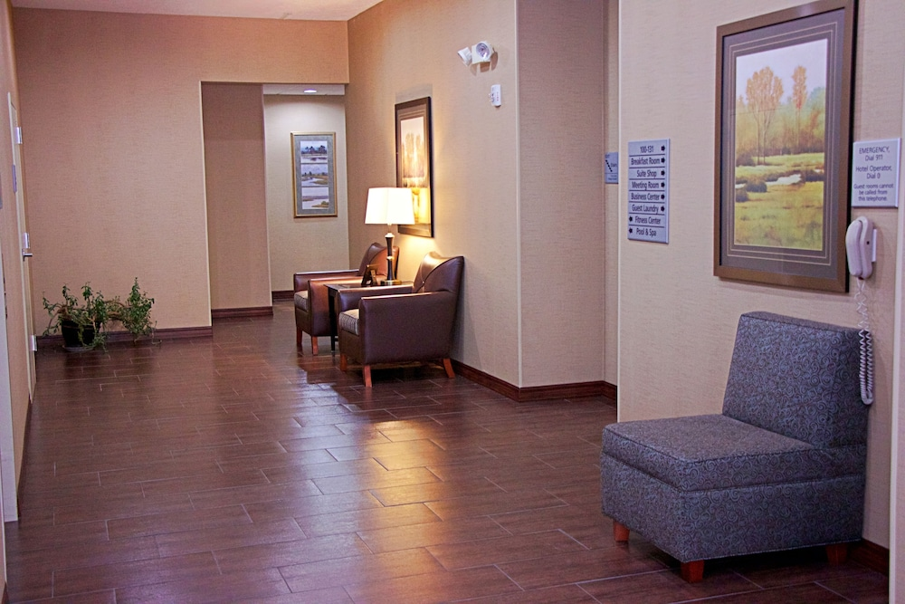 Lobby Sitting Area, Hampton Inn Sidney NE