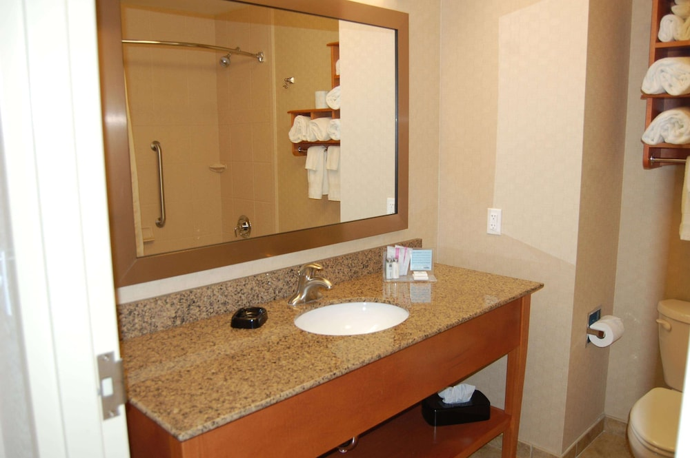 Bathroom, Hampton Inn Sidney NE