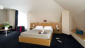 Frette Italian sheets, minibar, in-room safe, desk
