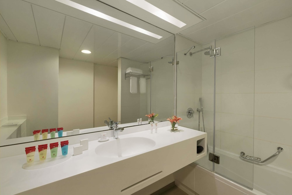 Bathroom, Ramada Hotel & Suites by Wyndham Netanya