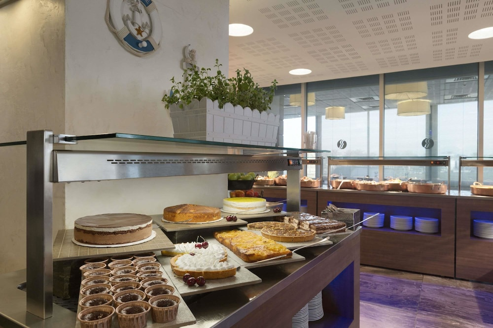 Bar, Ramada Hotel & Suites by Wyndham Netanya