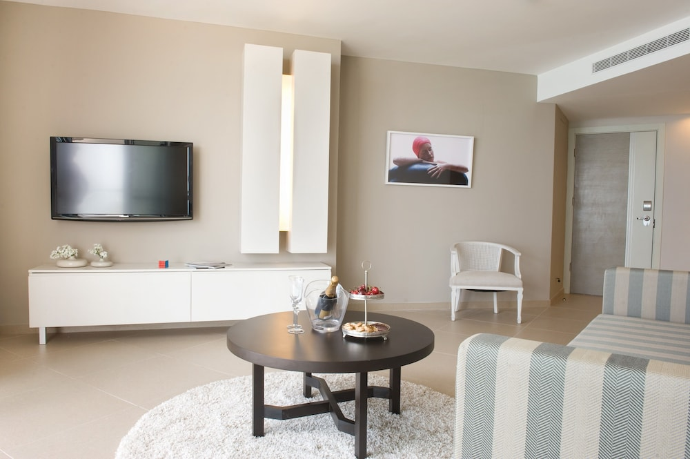 Living Room, Ramada Hotel & Suites by Wyndham Netanya