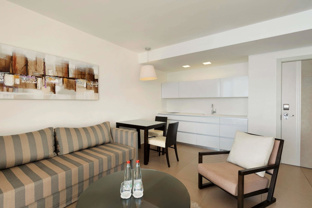 Private Kitchen, Ramada Hotel & Suites by Wyndham Netanya