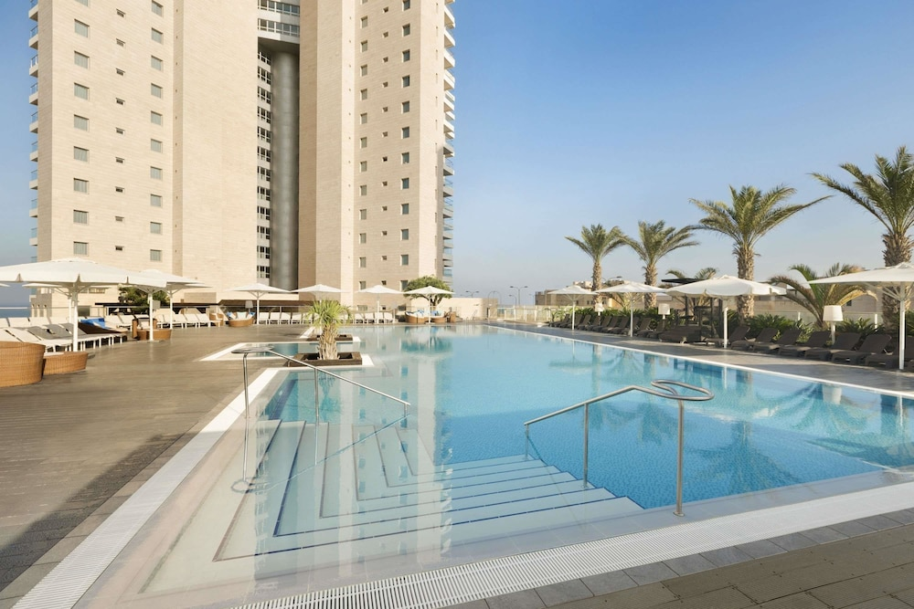 Pool, Ramada Hotel & Suites by Wyndham Netanya