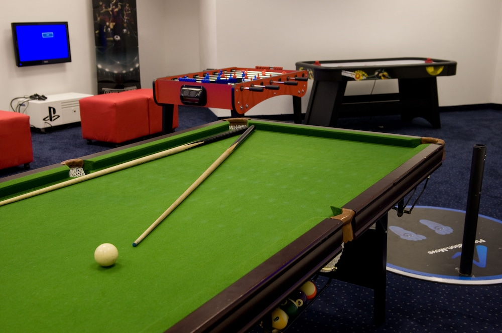 Billiards, Ramada Hotel & Suites by Wyndham Netanya