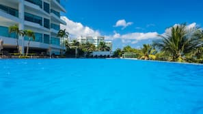 3 outdoor pools, open 9 AM to 8 PM, pool umbrellas, sun loungers