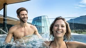 5 piscine coperte, 6 piscine all'aperto, ombrelloni da piscina, lettini