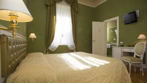 Hochwertige Bettwaren, Betten mit Memory-Foam-Matratzen, Minibar