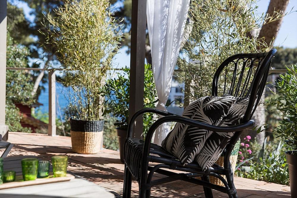 le jardin d 39 emile marseille france. Black Bedroom Furniture Sets. Home Design Ideas
