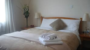 Egyptian cotton sheets, desk, free cots/infant beds, free WiFi