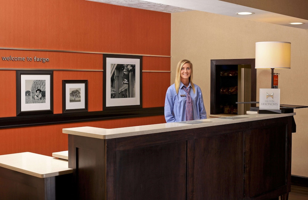 Reception, Hampton Inn & Suites by Hilton Fargo Medical Center