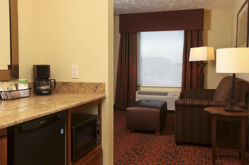 Private Kitchen, Hampton Inn & Suites by Hilton Fargo Medical Center