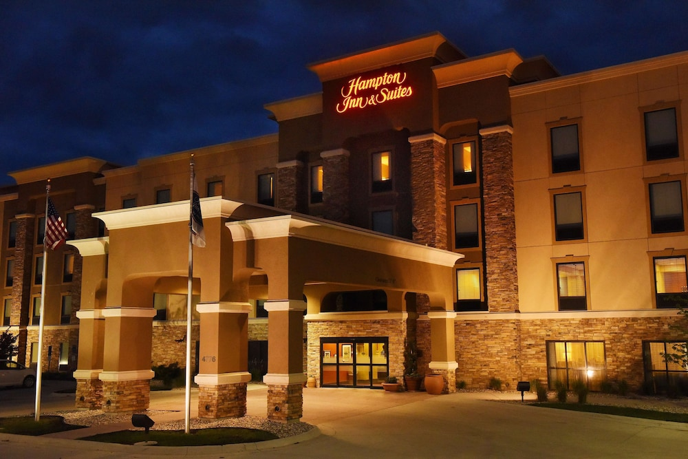 Exterior, Hampton Inn & Suites by Hilton Fargo Medical Center