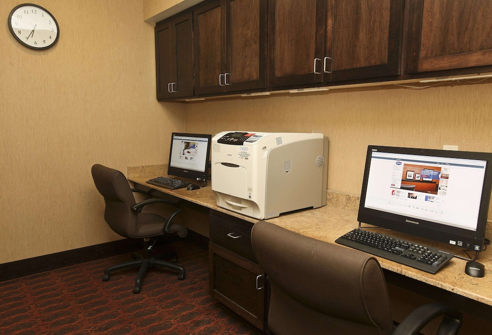 Business Center, Hampton Inn & Suites by Hilton Fargo Medical Center