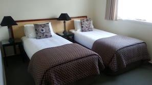 埃及棉床单、高档床上用品、书桌、熨斗/熨衣板