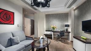 Zimmersafe, Schreibtisch, Bügeleisen/Bügelbrett