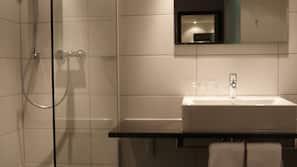 Dusche, kostenlose Toilettenartikel, Haartrockner