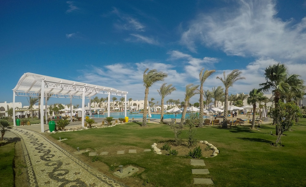 Outdoor Pool, Hilton Marsa Alam Nubian Resort
