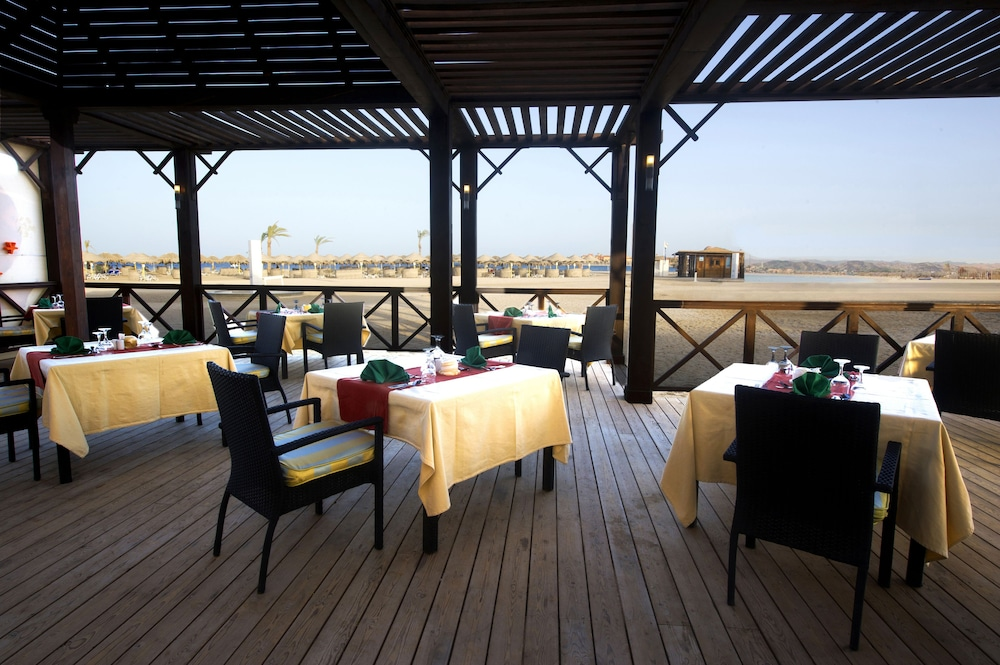 Outdoor Dining, Hilton Marsa Alam Nubian Resort