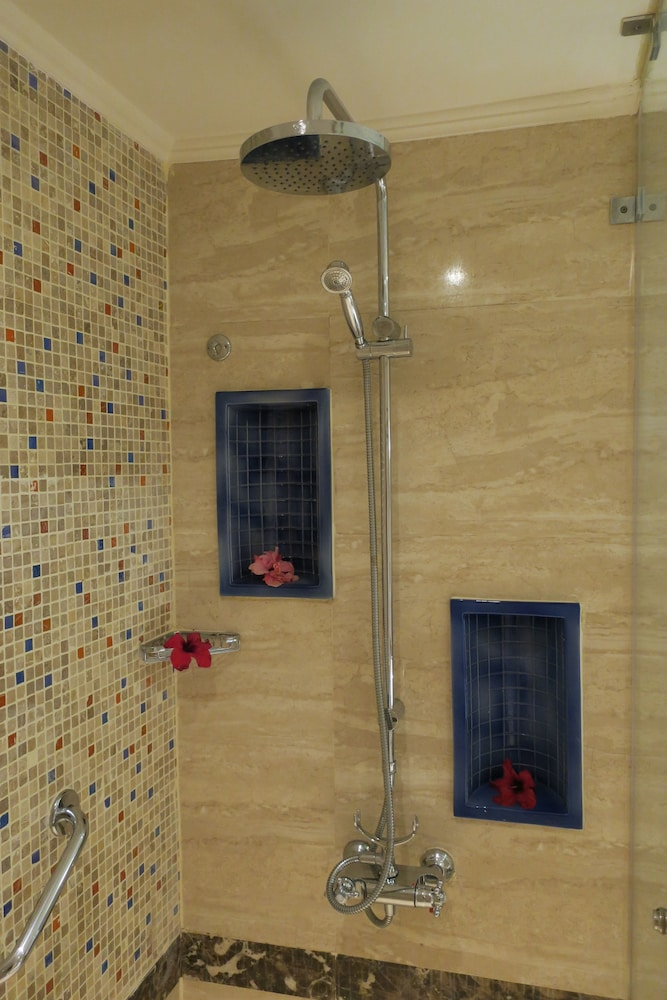 Bathroom Shower, Hilton Marsa Alam Nubian Resort