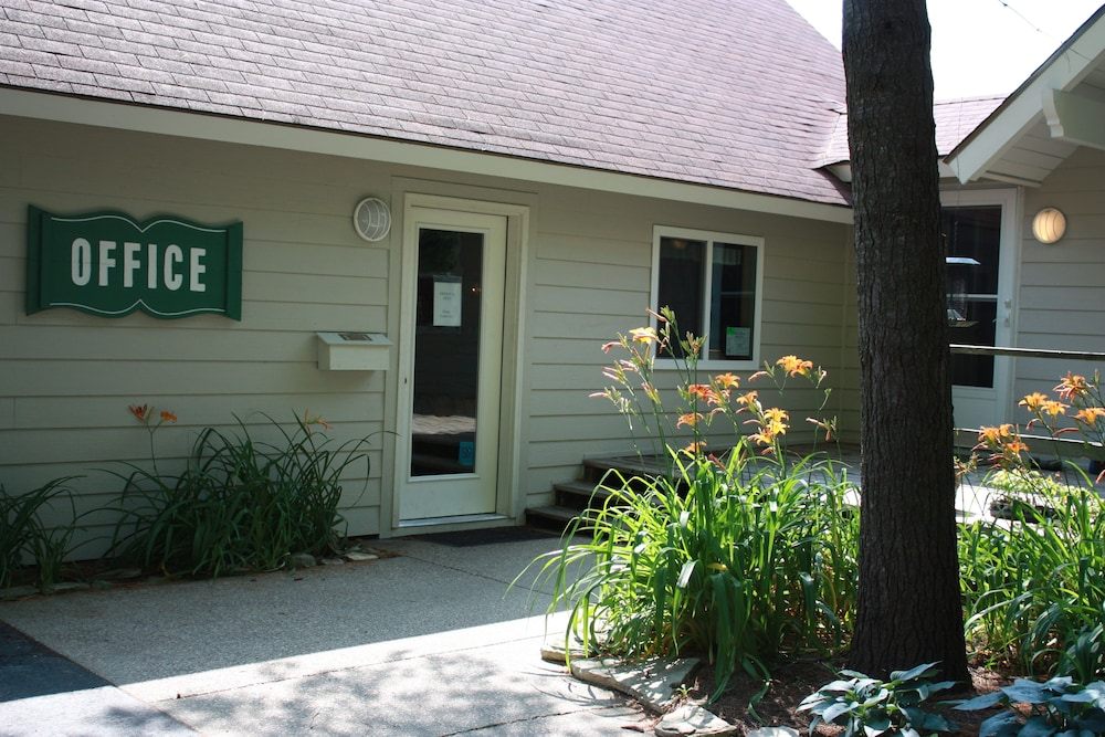 Property Entrance, Parkwood Lodge - Door County