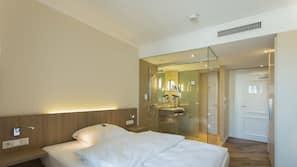Hypo-allergenic bedding, in-room safe, desk, free cots/infant beds
