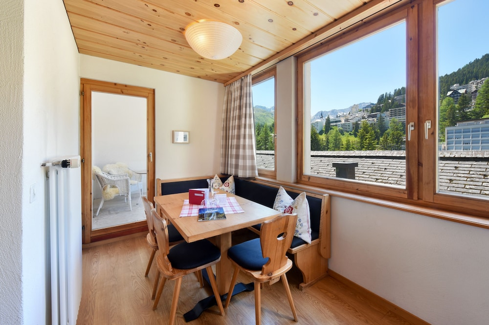 In-Room Dining, Hotel Seehof Arosa