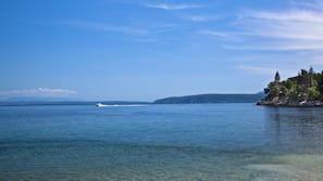In Strandnähe, Wasserski, Strandbar, Segeln
