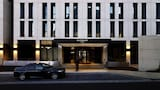 Burbury Hotel & Apartments - Barton Hotels