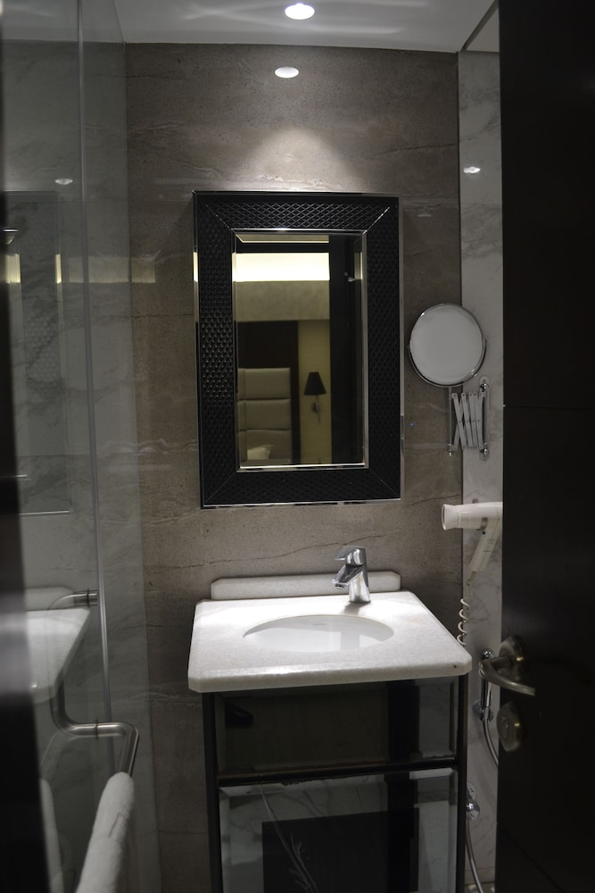 Bathroom, Southern Plaza
