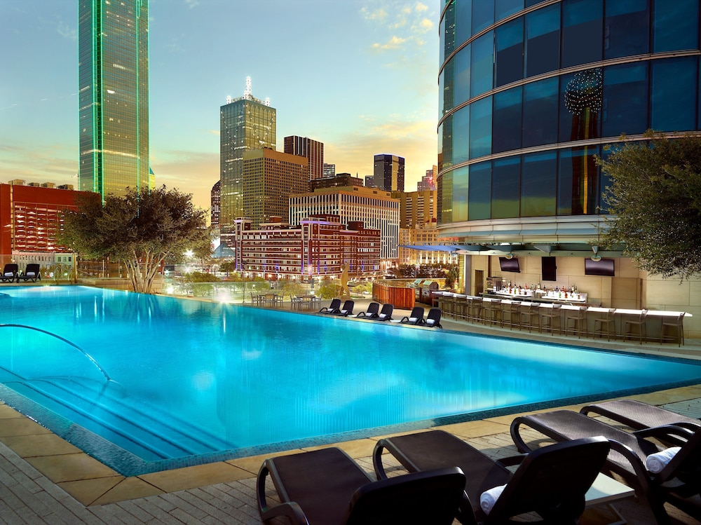 Poolside Bar, Omni Dallas Hotel