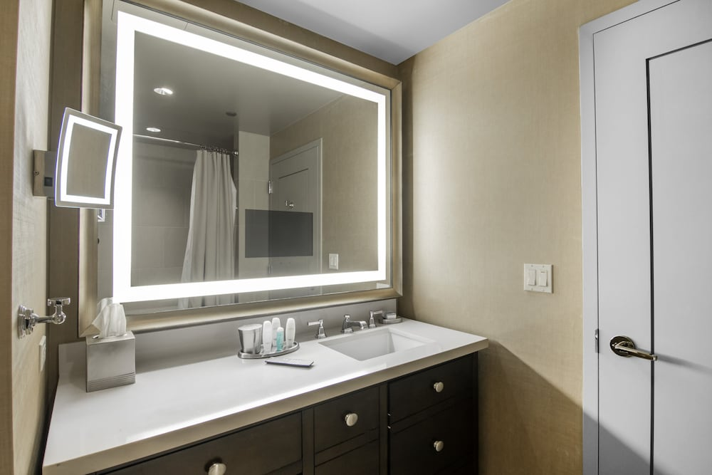Bathroom, Omni Dallas Hotel