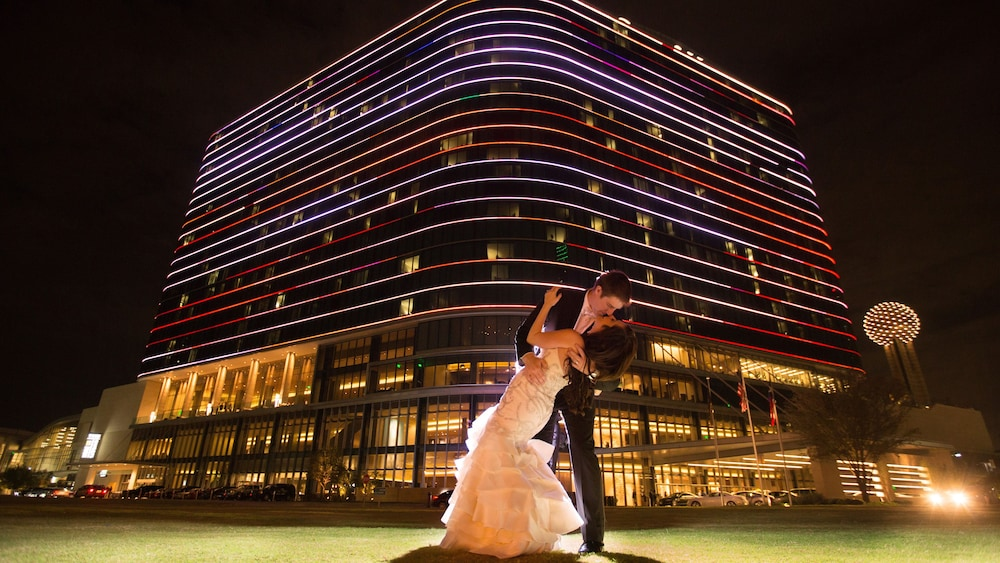 Front of Property - Evening/Night, Omni Dallas Hotel