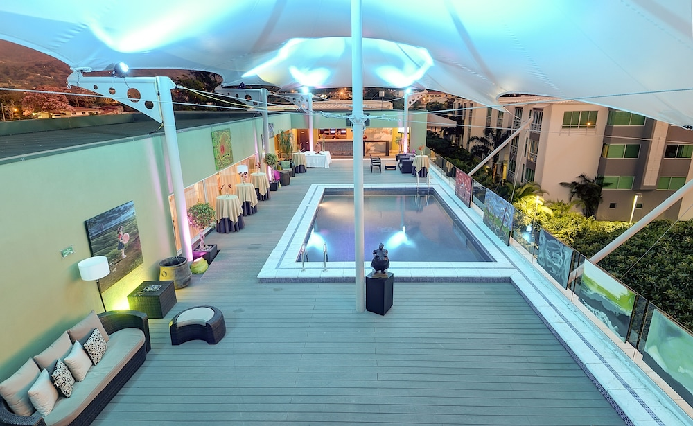 Rooftop Pool, Studio Hotel Boutique